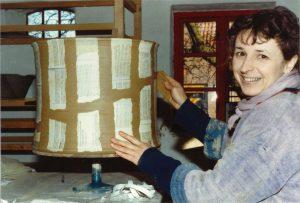 Gertrud på værkstedet i 1986